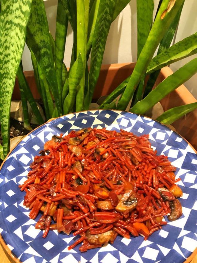 Fideuá roja de verduras